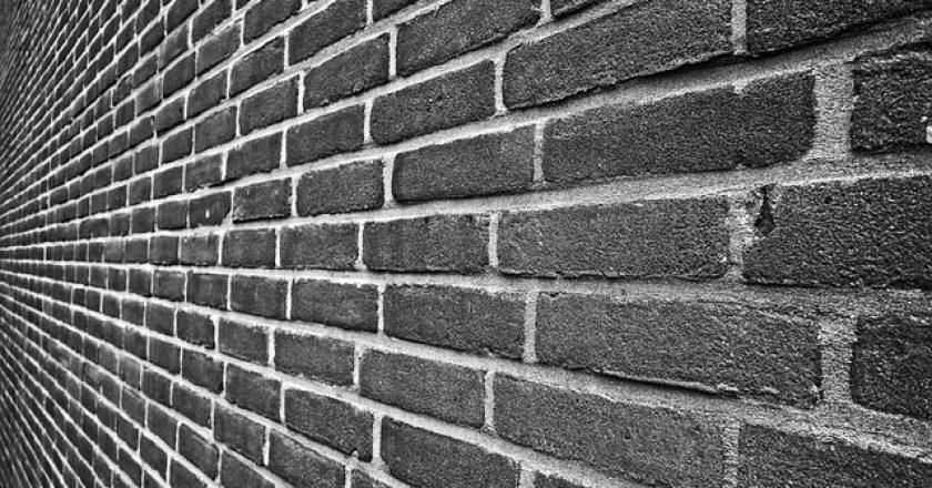 brick-wall-toixos-touvla