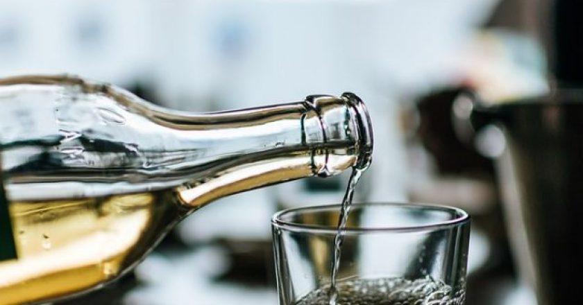 krasi-potiri-alcohol