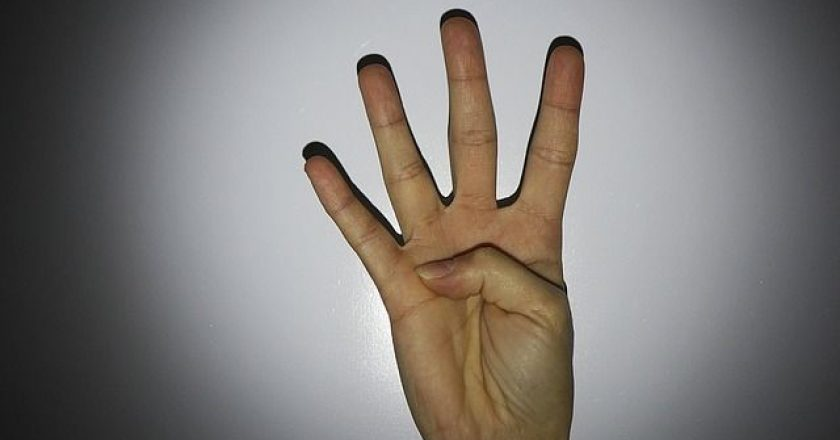 4-daxtyla-four-fingers-posa-vlepeis