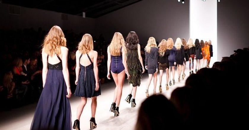 catwalk-pasarela-modela