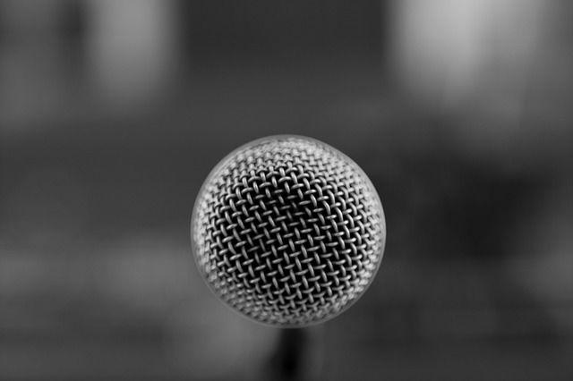 mikrofono-mme-dimosiografoi-reporter