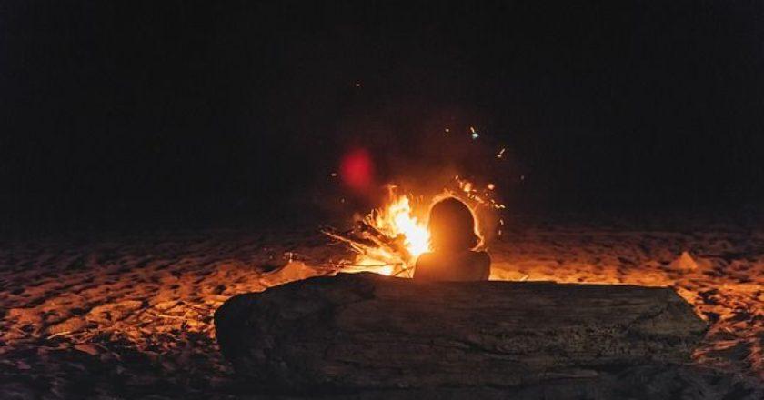 fire-fwtia-gynaika-woman
