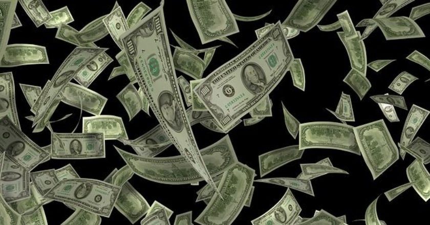 money-lefta-xrima-petaei-flying