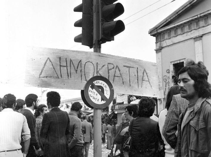 polytexneio-dimokratia photo by flickr.com/photos/piazzadelpopolo
