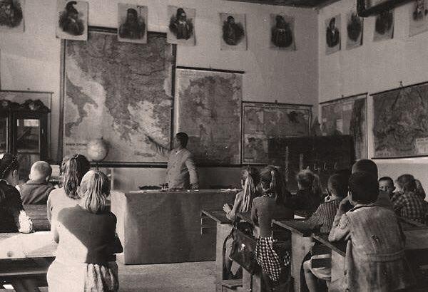 sxoleio-old-school-palia-vintage
