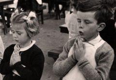 prosefxi-palia-vintage-fotografia-prayer-paidakia-sxoleio