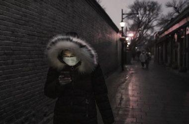corona-maska-mask-virus-ios-volta-gynaika-dromos-adeios