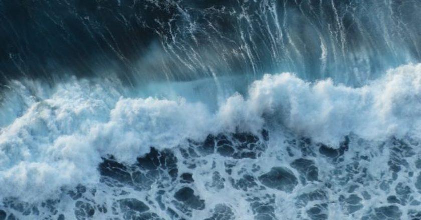 thalassa-kyma-wave-sea-storm-kataigida-afros