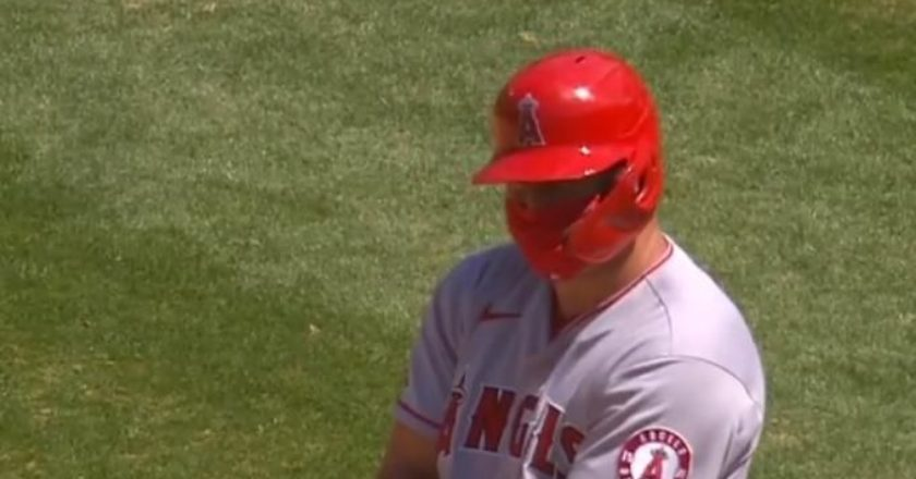 mike-trout-baseball-covid-mask