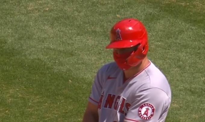 mike-trout-baseball-covid-mask