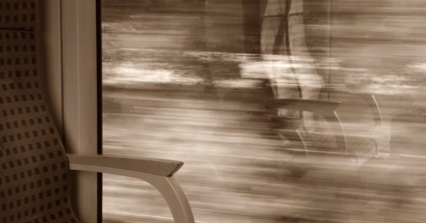 train-treno-traino-vagoni-parathyro-lypri-taksidi