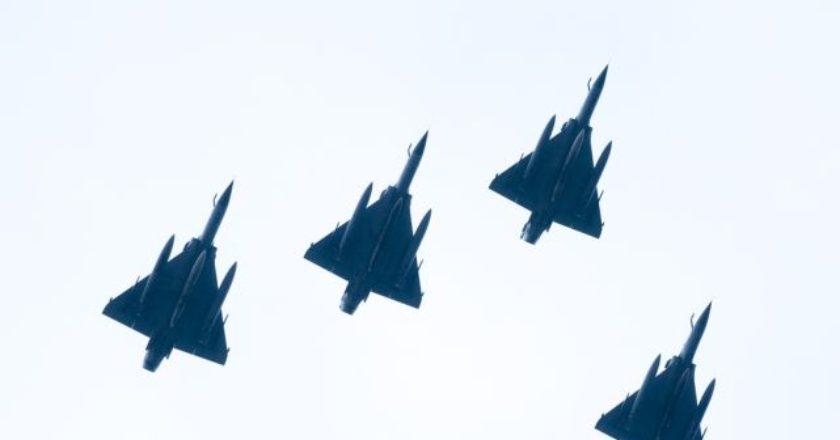 aeroplano-f16-polemiki-aeroporia-airplane-ellada