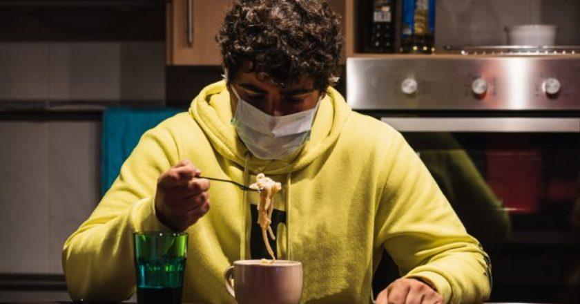 covid-mask-food-coronavirus-koronoios-fagito-kouzina