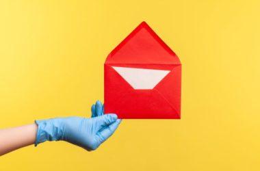 gramma-ganti-koronoios-corona-glove-letter