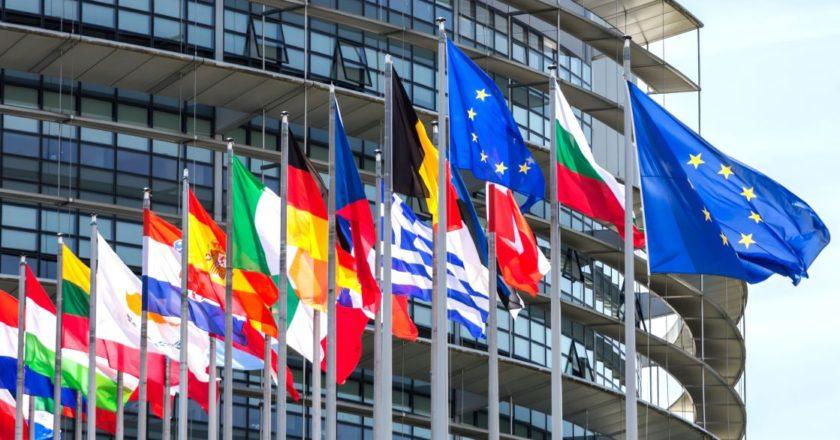 eu-european-union-eurwpaiki-enwsi-europe-flags
