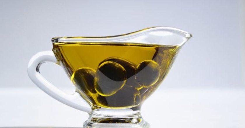 olive-oil-ladi-elia